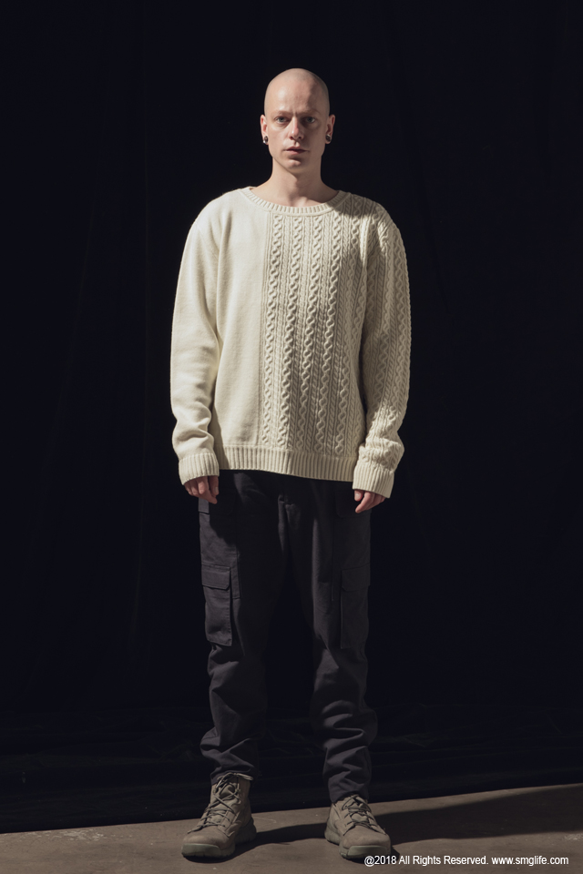 SMG2018_K-1801_Patchwork Knitted SweaterModelcut01