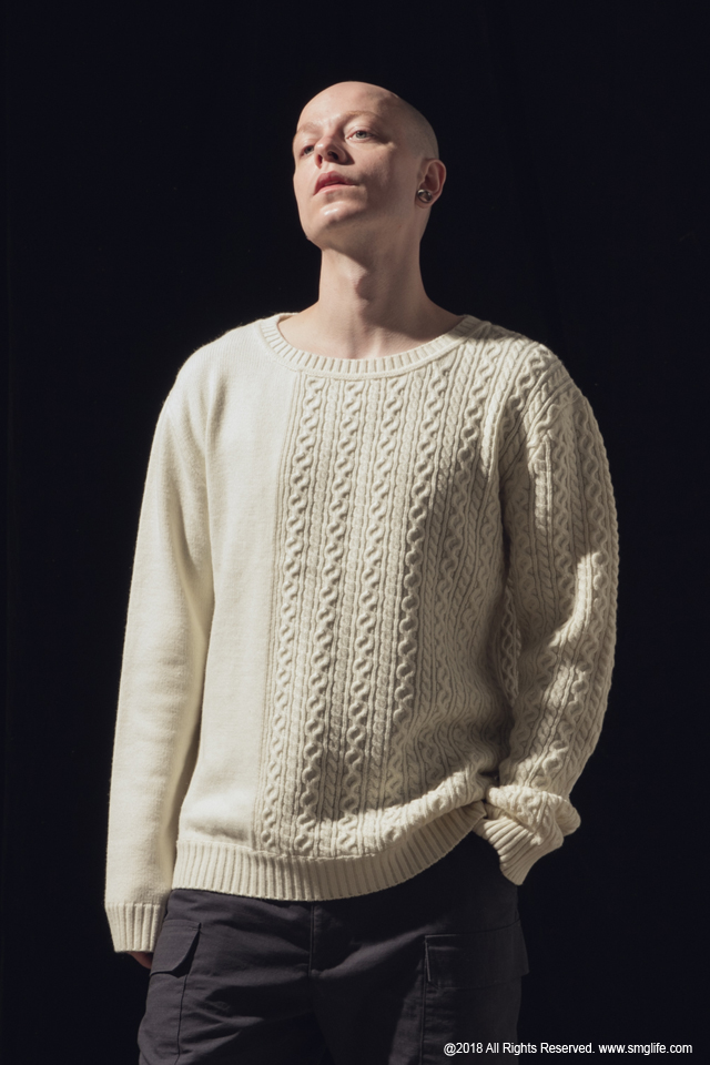 SMG2018_K-1801_Patchwork Knitted SweaterModelcut02