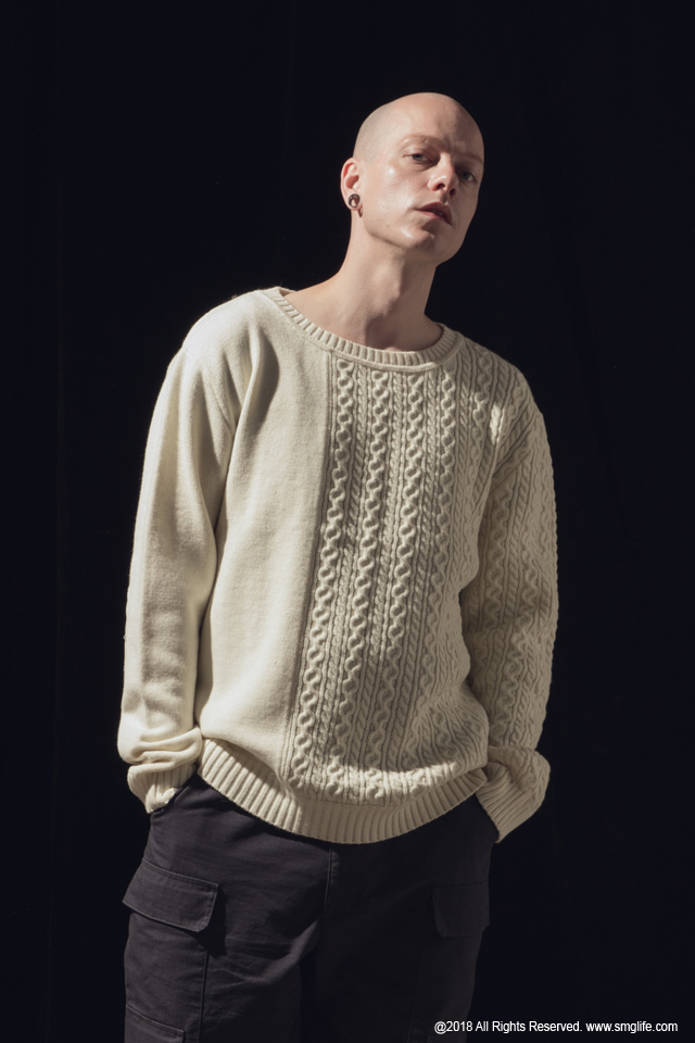 SMG2018_K-1801_Patchwork Knitted SweaterModelcut03