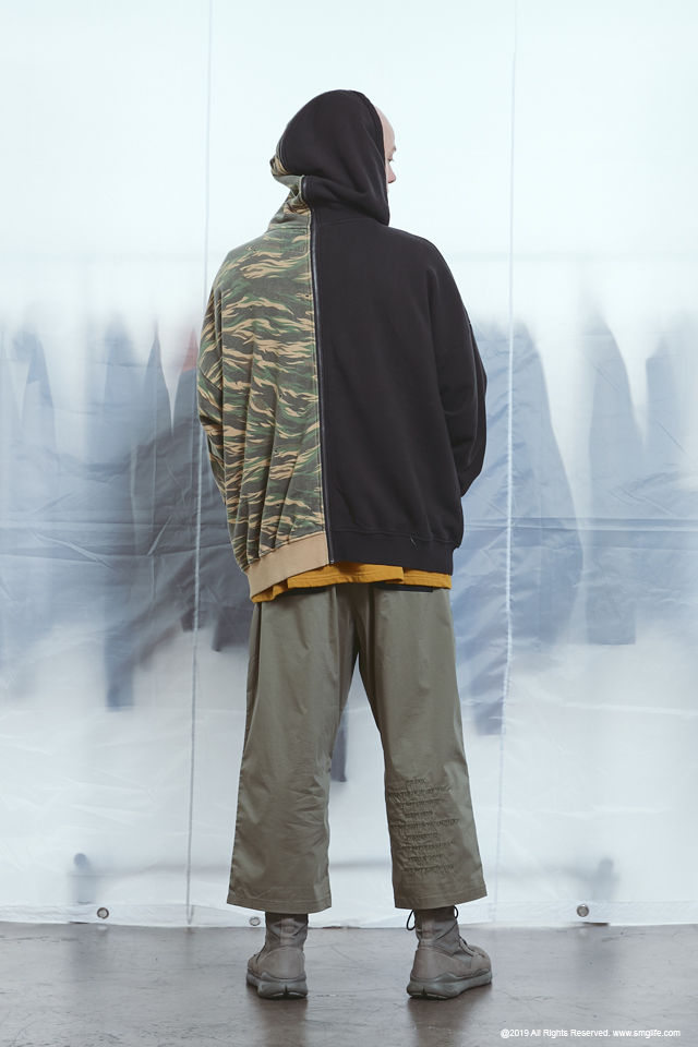 SMG2019_T-1923_Two Side HoodieModelcut02